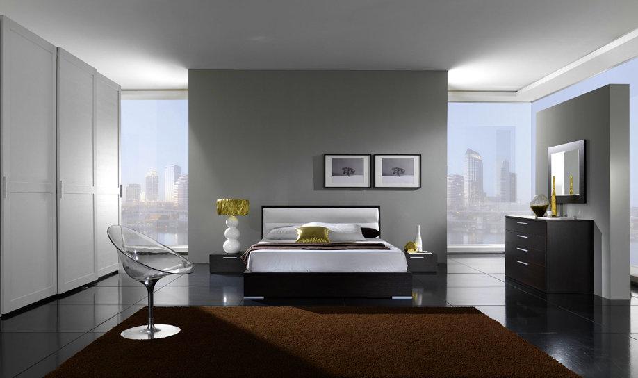 Camera da letto bianca moderna con armadio a fiori una for Grande casa con 3 camere da letto